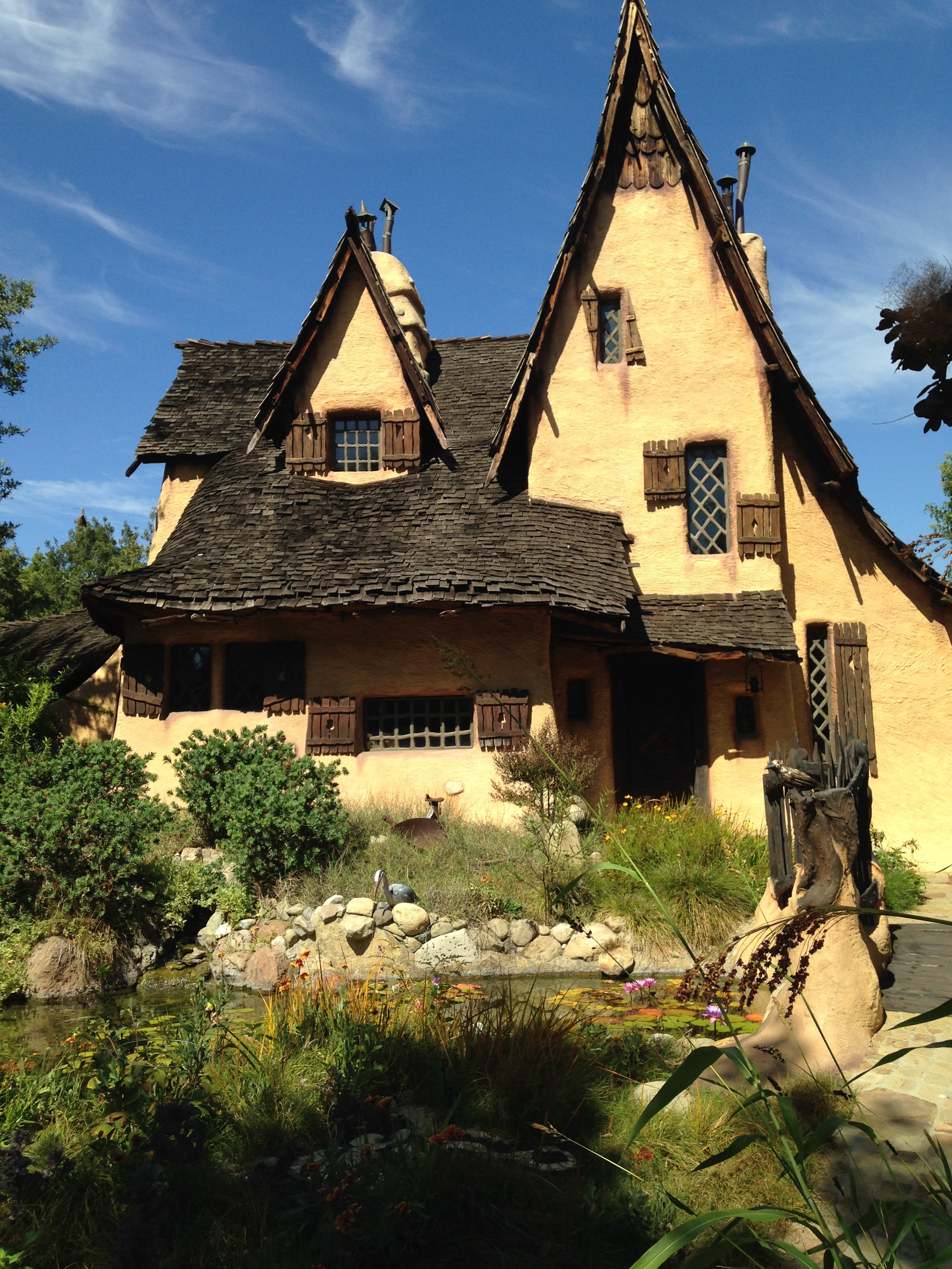 Witches House Halloween 2020 Beverly Hills THE BEVERLY HILLS WITCH HOUSE | California Curiosities